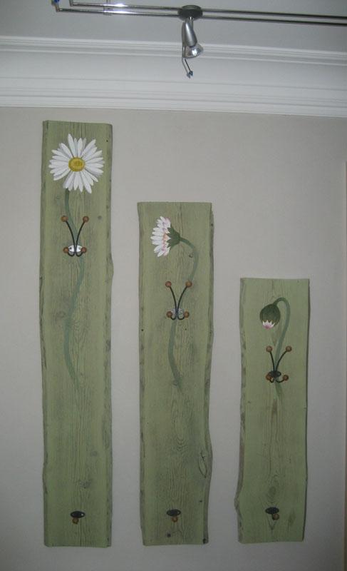 Innenraumgestaltung; Garderobe Mit Malerei Aus Altem Holz